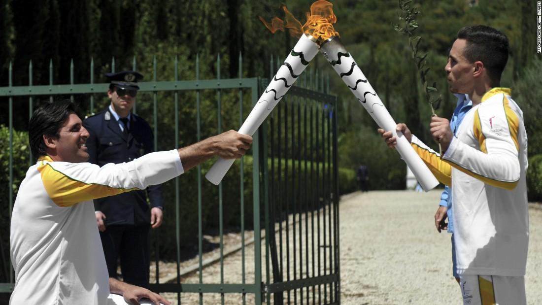 160427092858-olympic-torchbearer-super-1