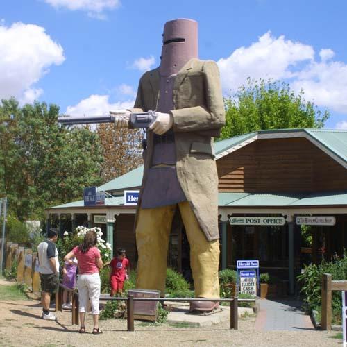 2-2226_Ned_Kelly_Statue.jpg
