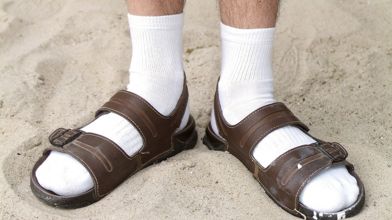 Socks-and-Sandals-800x450.jpg