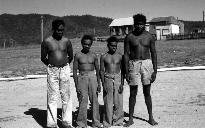 australian-pygmies-with-australian-abori