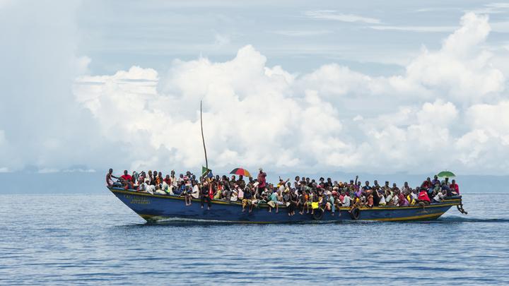 091214_refugees_boat_asylum1.jpg
