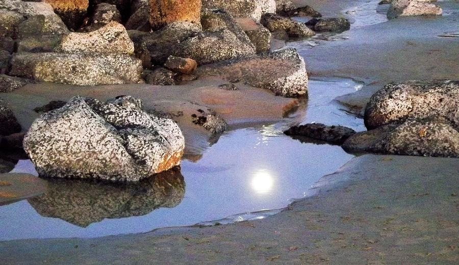 moon-reflects-on-water-linda-vanoudenhae