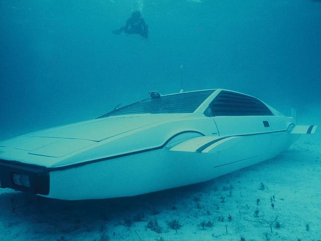 james_bond_submarine_lotus.jpg