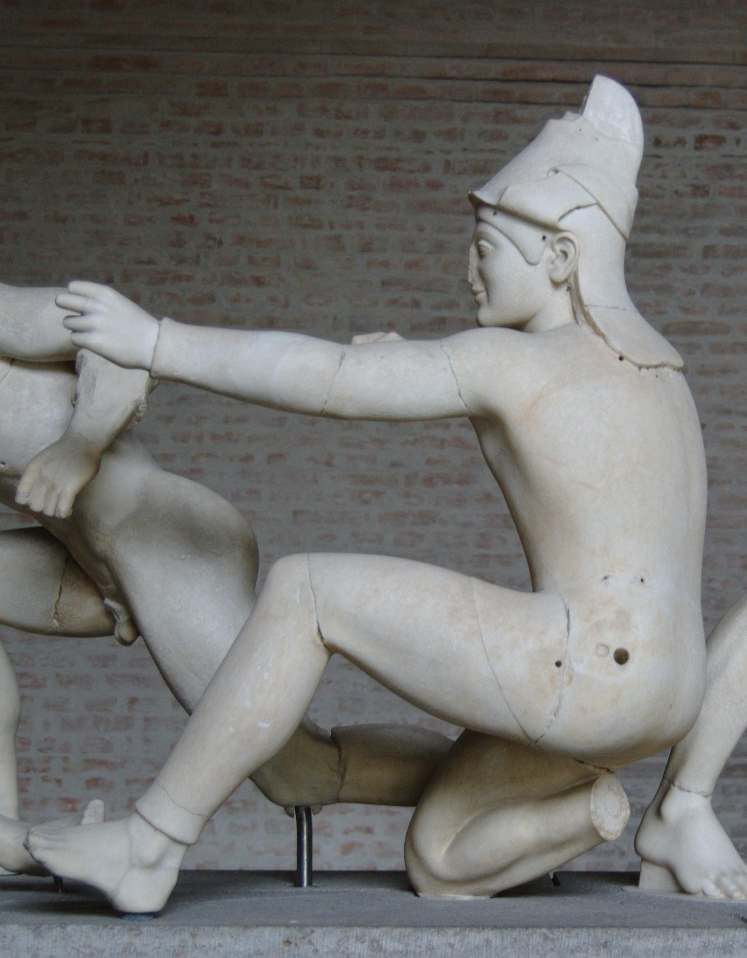 Aphaia_pediment_Paris_W-XI_Glyptothek_Mu
