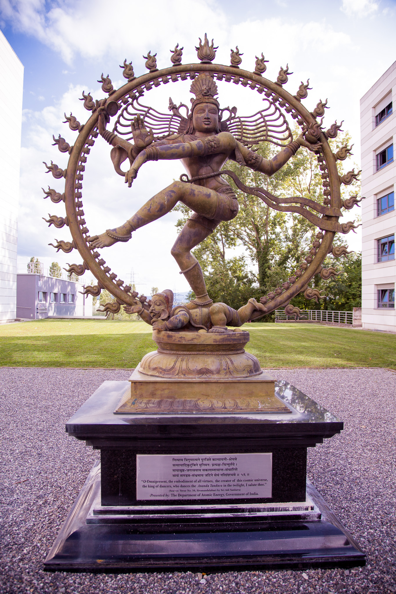 Shiva's_statue_at_CERN_engaging_in_the_N